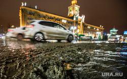 Грязь днем. Екатеринбург, площадь 1905года, грязь