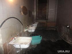 Гетто нелегальных мигрантов. Екатеринбург , общежитие мигрантов, бытовые условия нелегалов, раковины