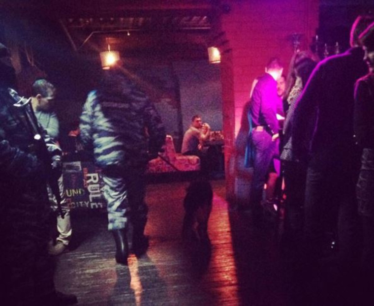 Фото девушек в ночном клубе без лица ночные клубы в астане