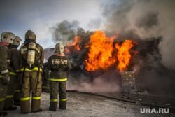 Пожар на улице Карьерной, 30. Екатеринбург, мчс, пожар, пожарная охрана, огонь, пожарные