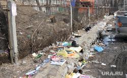 Бомжатник  Курган, мусор, детский сад