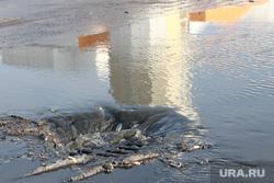 Прорыв воды у спорткомплекса Курган, лужа, ливневая канализация