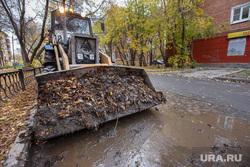 Грязь и мусор осени. Екатеринбург, бульдозер, грязь
