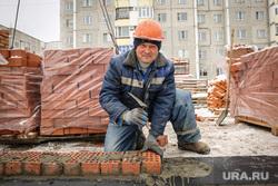 пресс-тур по стройкам. Сургут, кирпичная кладка, каменщик, строитель, стройка