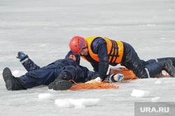 Спасение на водах зима. Утопающий. Полынья. Прорубь. Лед. Челябинск., спасатель, утопающий
