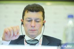 Гайдаровский форум. 14 января 2015г Москва, топилин максим, слушает, портрет