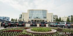 Инаугурация Шувалова. Сургут, внедорожники, филармония сургут, джипы, парковка