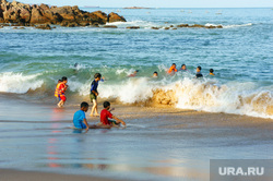 Клипарт коллекторы, долги, дети, кредиты,насилие, семья, отдых, море, веселье, океан, активный отдых, игры на воде, дети
