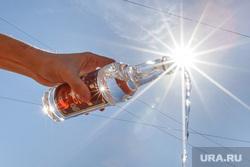 Акция уничтожения паленого алкоголя. контрафакт. Екатеринбург, водка, алкоголь, струя, слив