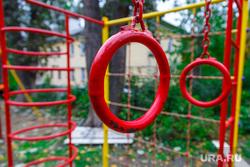 1000 дворов 2014 год. Екатеринбург, детская площадка, турник, гимнастические кольца