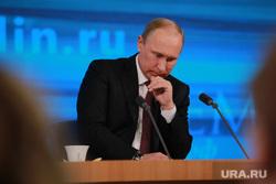 Подробно. Пресс-конференция с участием президента РФ Владимира Путина. Москва, задумчивость, путин владимир