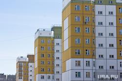 Новостройки, люди, дети. Нижневартовск., многоэтажный дом, недвижимость