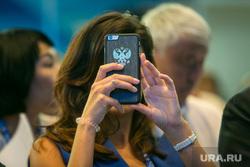 XV (15) съезд ЕР, Манеж. Москва, герб рф, снимает на телефон, съезд ер, единая россия