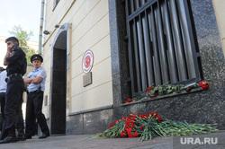 Цветы у посольства Турции. Москва, цветы