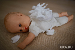 Клипарт. Детское насилие, страх, жертва, детские игрушки, боль, насилие, куклы, детское насилие, кукла, издевательство
