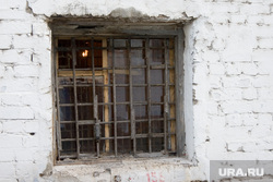 СИЗО-1«день открытых дверей» для СМИ и пресс-конференция начальника УФСИН Курган 31.10.2013г, окно, сизо, тюрьма, решетка на окне