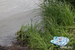 Рейд МЧС по пляжам Курган, сандалии, водоем