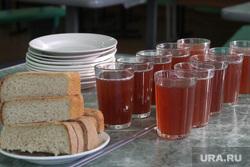 Питание в школах  Курган, столовая, еда, хлеб, компот, питание в школе