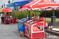 Точки продажи воды в центре Екатеринбурга, мороженое, уличная торговля