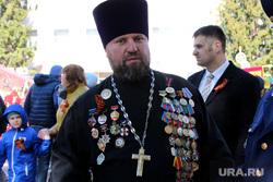 Возложение венков Курган, отец владимир дедов