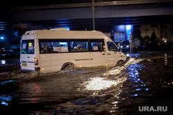 Последствия грозы в Москве. Москва, потоп, наводнение, коммунальная беда, маршрутка, дождь