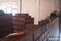 Новый строящийся корпус Свердловской филармонии. Екатеринбург, кирпичная кладка, строитель, стройка