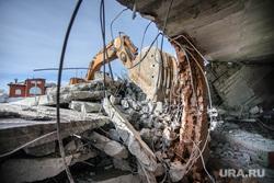 Снесенный дом на Расковой, 44. Екатеринбург, снос дома, руины, ковш экскаватора