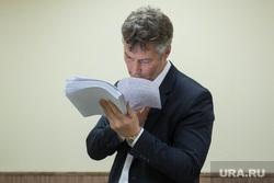 Суд по диплому Ройзмана. Екатеринбург, ройзман евгений, читает, чтение, портрет