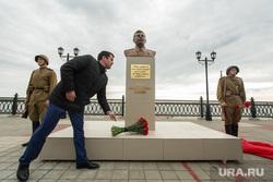Установка бюста Сталину. Сургут, алакаев рустем, бюст сталину