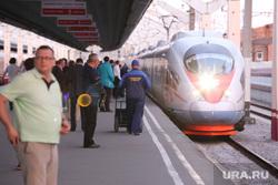 Клипарт. Екатеринбург, перрон, сапсан, скорый поезд, пассажирский, железная дорога