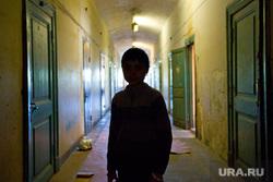 Клипарт. Пермь , ребенок, коридор, жилье, жкх, ребенок без присмотра, сиротство