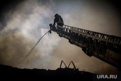 Пожар на Уралмаше. Екатеринбург, дым, пожар, пожарная лестница