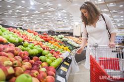 Корзинка для пикника. Екатеринбург, продуктовый магазин, покупки, фрукты, яблоки, прилавок, шерстнева анна