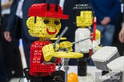 ИННОПРОМ-2016: второй день. Проходка мантурова и девушки. Екатеринбург, робот, музыканты, игрушка, конструктор