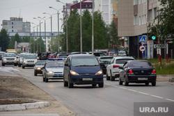 Открытая парковка НСД. Нижневартовск., машины, дорожное движение