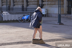 Германия. Гамбург., мужчина со спущенными штанами