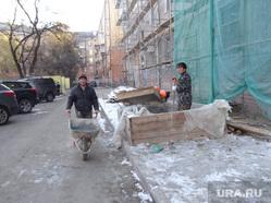 Ремонтируют фасад дома в минус под снегом Уралмаш Дружбы, 4