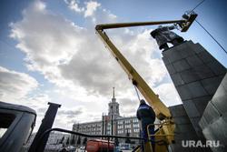 Мойка памятника Ленину на Площади 1905 года. Екатеринбург, памятник ленину, площадь 1905, мойка, чистка