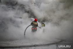 Пожар на улице Карьерной, 30. Екатеринбург, дым, пожарный, мчс россии, пожарный рукав
