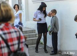 1 сентября линейка в школе 107 Челябинск, мама, школа, полиция