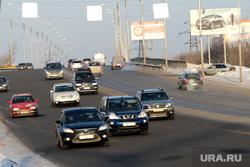 Мост ул Бурова Петрова (дорожное покрытие) Курган, автомобили, движение на дороге