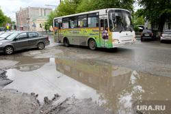 Дорожные проблемы Курган, улица куйбышева, автобус, лужа на проезжей части