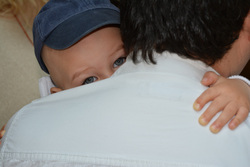Открытая лицензия от 10.08.2016. Паралимпиада, социальные сети, душ, вода, мама с ребенком, дети, забота, ребенок на руках, объятие