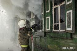 Пожар в Первоуральске, пожарный, тушение огня