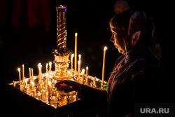 Погребение плащаницы Христа в Свято-Троицком Соборе. Екатеринбург, свечи, молитва