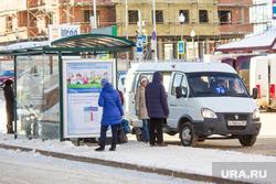 Разное. Ханты-Мансийск., остановка, пассажиры, маршрутка, общественный транспорт