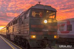Клипарт. Нижневартовск., вокзал, поезд, перрон, закат, состав