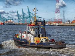 Открытая лицензия на 04.08.2015. Корабли в море., порт, буксир