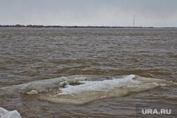 Лед на набережной. Нижневартовск , кусок льда, река обь
