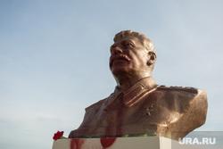 Сталин в краске. Сургут, бюст сталину, сталин в краске